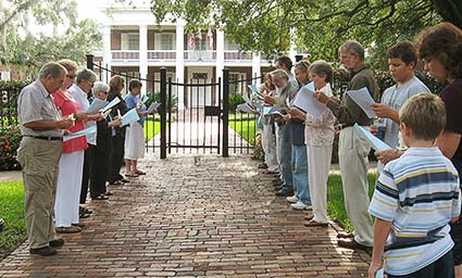 Pax Christi Tallahassee at Governor's Mansion during recent execution.